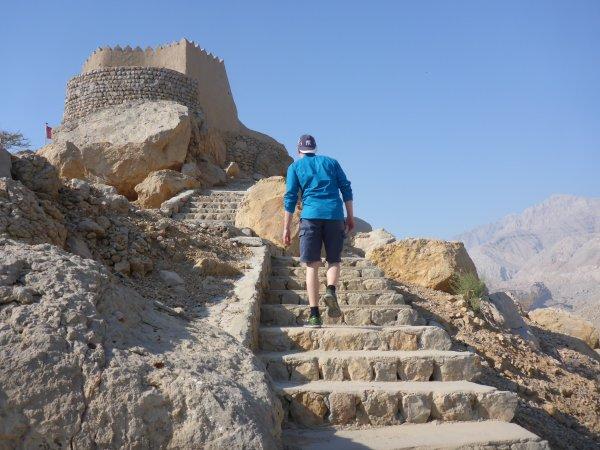 eine alte Wehrburg in Rams, nördlich Ras al Khaimah - viele Stufen in der Hitze