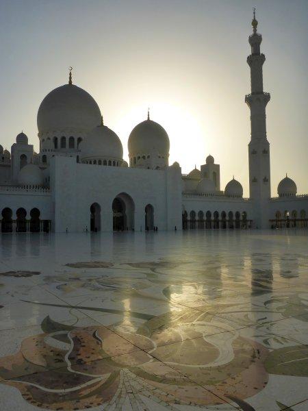 die Sheik Zayed Moschee vor den Toren Abu Dhabis